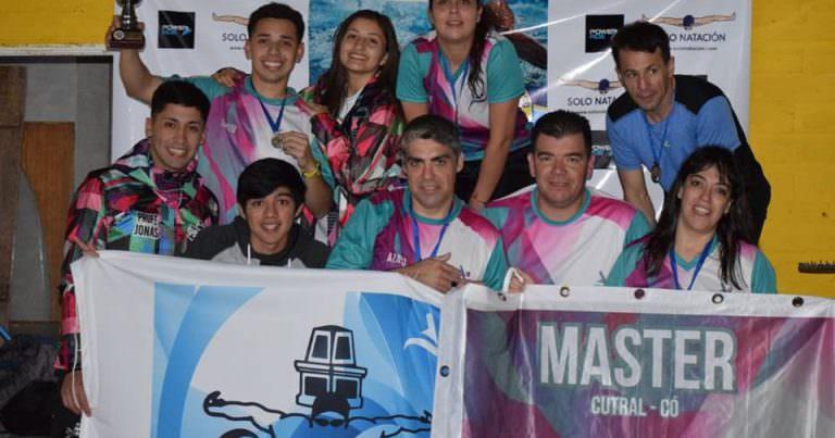 Los Máster de Cutral Co festejaron en la final del Tour de Natación