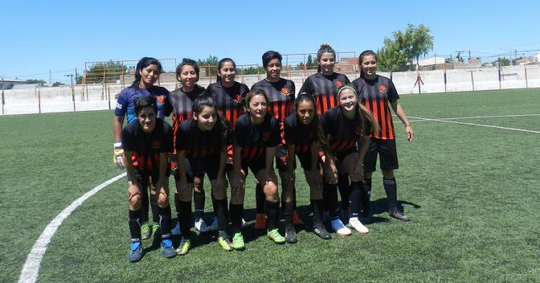 Fútbol Femenino: Petro goleó y da pelea