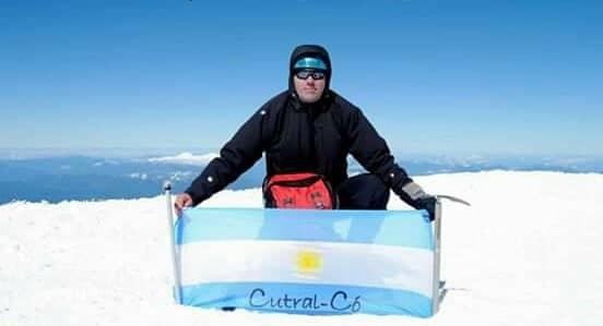 Nico Baigorria llegó a la cumbre del Lanín