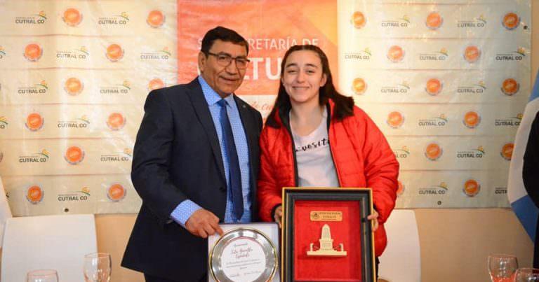Básquet: Gianella Espedale reconocida por la municipalidad de Cutral Co