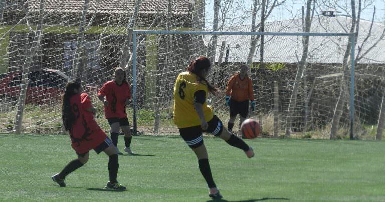 Fútbol femenino: Goleadas en la fecha 15 del comunitario de Huincul