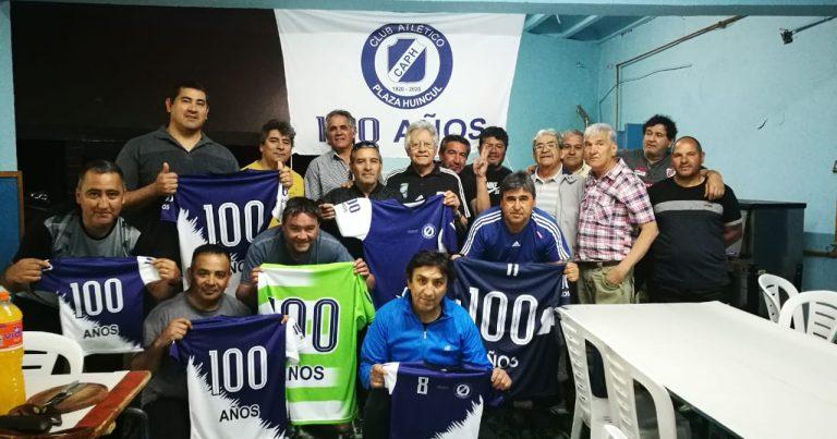 Ex jugadores del Club Plaza presentaron la camiseta del centenario
