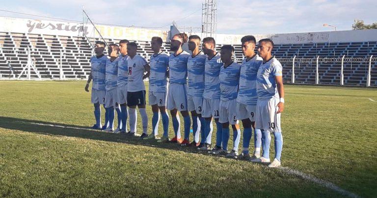Sentido minuto de silencio en las canchas de Copa Neuquén por el asesinato de un hincha