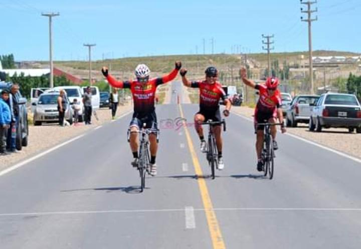 Ciclismo: El equipo Metaltej presente en la vuelta del centro Neuquino